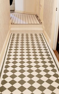 Klinker från kvalitetstillverkaren Winckelmans som försett den europeiska marknaden med Victorian Floor Tiles sedan 1894. Sekelskifte - tidstypisk bygg & inredning. Bathroom Toilets, Small Bathroom, Floor Ceiling, Tile Floor, Tiled Hallway, Compact Living, Home Trends, Floor Design, Tile Patterns