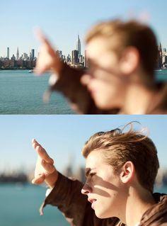 """""""—Repíteme de nuevo qué hacemos en Nueva York a dos días del concurso — pregunto Caleb mientras se tapaba con una mano los rayos del sol que impactaban fuertemente en la cara de los dos muchachos."""""""