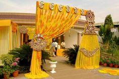 8 Wedding Gate Decoration Ideas That No One Will Forget Desi Wedding Decor, Wedding Stage Decorations, Festival Decorations, Flower Decorations, Wedding Ideas, Wedding Gate, Wedding Entrance, Wedding Mandap, Dream Wedding