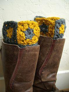 Olha que legal para as botas não dobrarem, ao serem guardadas no closet!  Mustard and Gray Boot cuffs  legwarmers  Winter by MaryKCreation, $36.00 #boot cuffs, #legwarmers, #winter fashion 2013, #fall 2013, #mustard, #gray, #boot toppers, #granny square