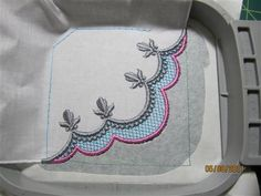 Nailing a Corner - The Avid Embroiderer Basic corner design from Sonia Showalter Designs I think. Want it!