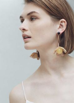 MANGO Floral Earrings Contemporary Jewellery, Modern Jewelry, Luxury Jewelry, Crystal Earrings, Statement Earrings, Women's Earrings, Earring Trends, Natural Stone Jewelry, Bijoux Diy