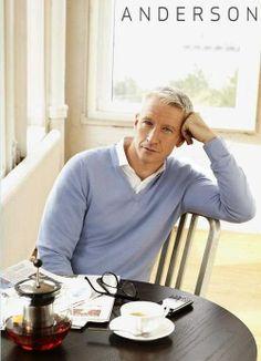 Silver Fox, Anderson Cooper in a coffee shop. He is still fine even though he's gay Anderson Copper, Beautiful Men, Beautiful People, Sharp Dressed Man, Gloria Vanderbilt, Coffee Shop, Coffee Lovers, Sexy Men, Hot Men