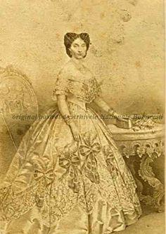 BU-F-01073-1-00964 Elena Cuza (n. 17 iunie 1825; d. 2 aprilie 1909), cunoscută şi ca Elena Doamna, a fost soţia domnitorului Alexandru Ioan Cuza, s. d. (sine dato) (niv.Document) Interesting Reads, Historical Pictures, Victorian, Random, Fashion, Moda, Fashion Styles, Fashion Illustrations, Casual