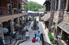 The courtyard at Treo Blue Ridge.Dine at Treo's Blue Ridge, or shop at Downtown Abby's, or snack on a sweet cupcake at The Sweet Shoppe. #blueridgega