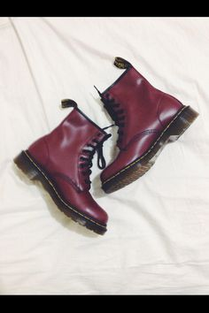 Maroon Docs:) doc martins my mom would love these Dm Boots, Cool Boots, Combat Boots, Doc Martins, I Love My Shoes, Me Too Shoes, Dream Shoes, Tennis Shoe Heels, Shoes Heels