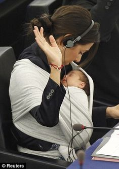 Juggling multiple roles Working mother cradles her baby in sling as she casts her vote at EU Parliament. Use in Human Studies - challenges of Adult roles! Working Mother, Working Moms, Fotografia Pb, Mei Tai, Her Cast, Attachment Parenting, Mothers Love, Tandem, Mother And Child