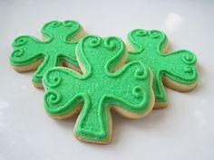 Shamrock Sugar Cookies: Happy (early) St. Patrick's Day Friendlies!   Make Me Cake Me