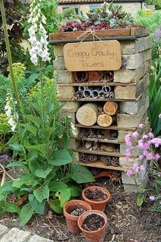 How to make a mini wildlife stack for your garden - Creepy Crawly Towers. Create a fabulous bug hotel for your garden. Insect Hotel, Bug Hotel, Back Gardens, Outdoor Gardens, Gardens For Kids, School Gardens, Zen Gardens, Dream Garden, Garden Art