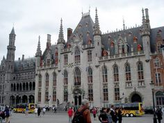 Main square in Bruges Amsterdam, Best Hotels, Where To Go, Barcelona Cathedral, Travel Tips, Castle, Tours, History, Building