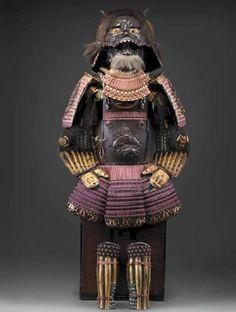 Tosei gusoku (armatura moderna).  Myōchin Shikibu Ki no Muneakira. Giappone, Periodo Edo (1603-1868), Era Gembun, febbraio 1739. Acciaio, lacca, crine, pelle, seta, broccato di seta; kg 19 ca. Tutte le parti laccate, compresi gli spallacci, recano gli emblemi della famiglia daimyō Nabeshima.   -Firenze, Museo Stibbert-