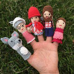 Marionetas de dedo de Caperucita Roja Knitting For Kids, Crochet For Kids, Knitted Dolls, Crochet Dolls, Crochet Gifts, Crochet Yarn, Yarn Projects, Crochet Projects, Finger Puppet Patterns