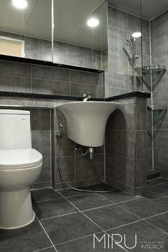 트랜디한 아파트 인테리어(베란다,욕실): 미루디자인의  화장실 Bathroom Interior, Bathroom Ideas, Dressing Room, Powder Room, Tiles, Bathtub, Interior Design, Interior Ideas, Cool Stuff