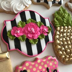 Let the beauty of what you love be what you do. Mother's Day Cookies, Iced Cookies, Royal Icing Cookies, Cupcake Cookies, Sugar Cookies, Valentine Cookies, Birthday Cookies, Galletas Cookies, Flower Cookies