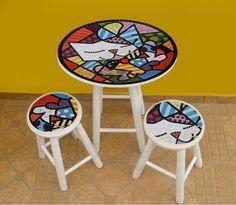 Mosaic table and chairs Mosaic Diy, Mosaic Garden, Mosaic Crafts, Mosaic Projects, Mosaic Glass, Mosaic Tiles, Mosaics, Mosaic Furniture, Funky Furniture