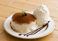 Food N, Food And Drink, Japanese Pastries, Souffle Pancakes, Fluffy Pancakes, Cute Desserts, Aesthetic Food, Love Food, Panna Cotta