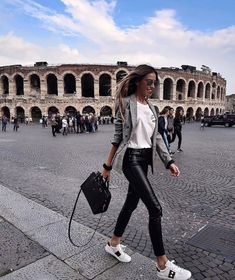 Look at our simple, relaxed & simply cool Casual Fall Outfit inspirations. Get encouraged with these weekend-readycasual looks by pinning the best looks. casual fall outfits for work Estilo Casual Chic, Casual Chic Style, Mode Outfits, Fall Outfits, Fashion Outfits, Fashion Ideas, Fashion Clothes, Classy Outfits, Casual Outfits