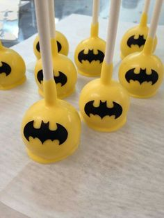 Batman Cake Pops Box of 12 - Batman Party - Ideas of Batman Party - Batman Cake Pops Chocolate Pops Birthday Favors Baby Shower and Just Because Gifts Lego Batman Party, Batgirl Party, Lego Batman Birthday, Superhero Birthday Party, Birthday Favors, Boy Birthday, Birthday Parties, Cake Birthday, Birthday Ideas