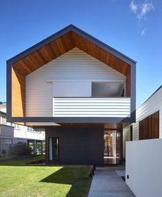 Modern minimalist Nundah house in Brisbane - Modern Architecture Architecture Office, Residential Architecture, Architecture Design, Australian Architecture, Modern Minimalist House, Modern House Design, Minimalist Interior, Minimalist Bedroom, House Roof