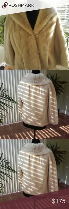 Vintage off white cape Beautiful off white vintage cape Jackets & Coats Capes