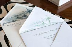 Os convites são a primeira impressão que os convidados terão do casamento, enquanto aslembrancinhas fecham a festa com chave de ouro.