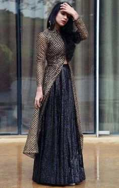 Pin by Hanan Rouymi on Robe orientale (With images) Party Wear Indian Dresses, Indian Gowns Dresses, Indian Fashion Dresses, Dress Indian Style, Indian Wedding Outfits, Indian Designer Outfits, Pakistani Dresses, Indian Outfits, Fashion Outfits