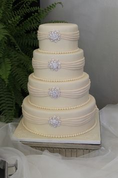 Ivory Elagence By SimplySouthernSpecialties on CakeCentral.com