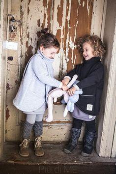 PONCHO / B L U Z A  Trzmiel CZARNY - kids fashion from Poland -  claradeparis.com ♥
