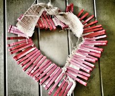 Valentines day crafts (Best valentines day ideas). DIY projects and tutorials to make valentines day special for your loved one. Desserts and recipes too. Valentine Day Special, Valentine Day Crafts, Be My Valentine, Fun Valentines Day Ideas, Valentine Day Wreaths, Holiday Crafts, Holiday Ideas, Lovers Day, Valentine Decorations