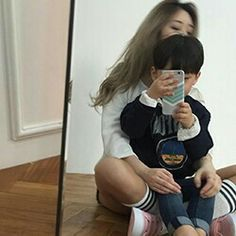 Shared by ハユミ. Find images and videos about girl, boy and ulzzang on We Heart It - the app to get lost in what you love. Cute Asian Babies, Korean Babies, Asian Kids, Cute Babies, Couple With Baby, Girl Couple, Mom And Baby, Baby Boy, Ulzzang Kids