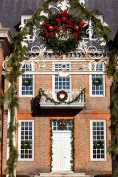 Decorations are kept traditional and simple in the recreated colonial capital of Colonial Willamsburg, Virginia. We love the wreath below, which hangs at the entrance to the Governor's Palace.