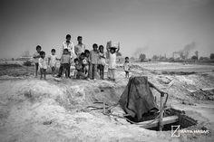 #FOTOGRAFÍA - La ciudad de los niños by Toni Rodenas. REPORTAJE FOTOGRÁFICO sobre los hornos de Passor, en Haryana (India) y su posterior difusión en una exposición itinerante por diversos puntos de España. El lugar cuenta con más de 500 fábricas de ladrillos que son producidos a mano por miles de familias enteras.  CAMPAÑA: http://www.verkami.com/projects/167-la-ciudad-de-los-ninos  +INFO: http://laciudaddelosninos.tonirodenas.com/