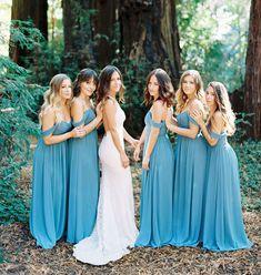 14-look-delicado-para-madrinhas-de-casamento Bridesmaids And Groomsmen, Wedding Bridesmaids, Beautiful Bridesmaid Dresses, Wedding Dresses, Baby Blue Weddings, Elope Wedding, Something Old, Got Married, Wedding Colors