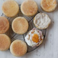 基本のイングリッシュマフィン | TOMIZ 富澤商店 Breakfast, Recipes, English Muffins, Food, Instagram, Morning Coffee, Eten, Recipies, Ripped Recipes