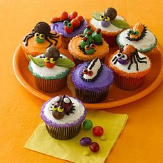 15 Super-Cute Ways to Decorate Halloween Cupcakes