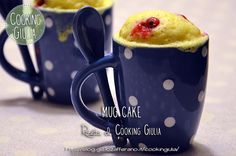 """La mug cake, letteralmente """"torta in tazza"""" è il dolcetto del momento! E' una torta furba: si preparar in un attimo e cuoce in 3 minuti di microonde!!"""