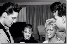 Twitter Elvis with more fans