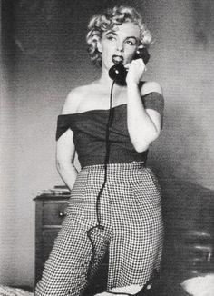Marilyn Monroe on the set of Niagara by Jock Carroll, 1952 Marylin Monroe, Marilyn Monroe Outfits, Style Marilyn Monroe, Marilyn Monroe Photos, Marilyn Monroe Decor, Marilyn Monroe Cuadros, Jock, Estilo Retro, Norma Jeane