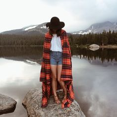 plaid and hat Simple Style, My Style, Plein Air, Bohemian Style, Landscape Photography, Nature Photography, Dress Up, Vogue, Lake Water