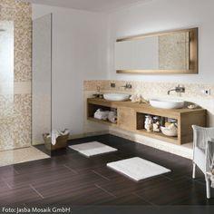 Fliesen in Holzoptik und Mosaik