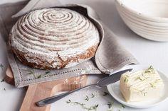 Upečte si s námi dokonalý domácí chleba. Na blogu najdete recept na výrobu kvásku, jak ho dělají ve Švédsku, a krásné ošatky z pedigu, ve kterých se chléb zformuje do správného tvaru a ještě dostane tradiční reliéfní povrch.
