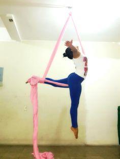 Aerial silks, trick: arabesque