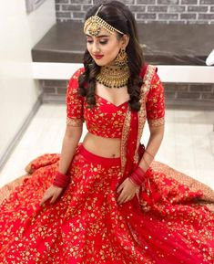 Indian Bridal Photos, Indian Bridal Outfits, Indian Fashion Dresses, Indian Designer Outfits, Bridal Dresses, Dress Wedding, Girls Dresses, Indian Wedding Lehenga, Wedding Lehenga Designs