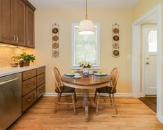 Beautiful Traditional Kitchen Interior Embracing the Airy Atmosphere : Beautiful Breakfast Nook Design Using Wooden Oval Table And Tradition...