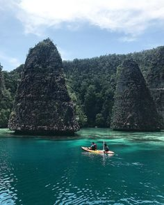 A perfect place to visit during holiday in Papua, Raja Ampat, Indonesia  Photo by: IG @hartonoyosua