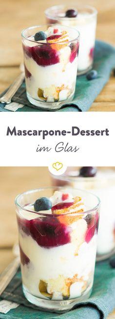 Mit jeder Schicht des süßen Mascarpone-Blaubeer-Desserts verwöhnst du deinen Gaumen mit einem Mix aus Kuchen, Creme und Frucht.
