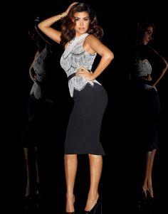 The famous Kardashian sisters Kim, Kourtney, and Khloe Kardashian launched their first clothing line for Sears, called Kardashian Kollection. Each Kardashian Kourtney Kardashian, Kim Khloe Kourtney, Kardashian Style, Kardashian Jenner, Kardashian Fashion, Kardashian Clothing, Fashion Runway Show, Beautiful Outfits, Kids Fashion