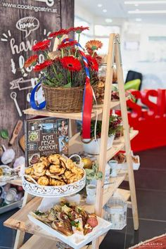 French Pop-up-bakery, Pop up bakery, Pop up bakery ideas, Pop up bakery stand, Pop up bakery shop, french pop up bakery, french coffee, french coffee table, french coffee shop, french coffee bar, französisches Gebäck, französisches Blätterteiggebäck, madeleines, französisches Gebäck herzhaft, Baguette, Baguette belegt, baguette selber belegen, Renault Captur, Renault neu, Pop up bakery by cookingCatrin French Pop, Pop Up, Baguette, Coffee Shop, Ladder Decor, Bakery, Table Decorations, Recipes, Home Decor