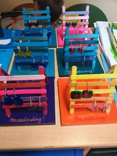 Inspiration for playground in fairy gardengar Popsicle Stick Crafts, Craft Stick Crafts, Fun Crafts, Diy For Kids, Crafts For Kids, Cadeau Parents, Mother's Day Projects, Little Presents, Craft Show Displays