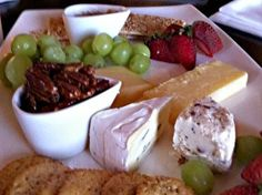 Chasters at Bonniebrook has opened a new Wine & Tapas (small plates) casual dining spot... and it is really good. I loved the cheeses, nuts and chutney... yum.